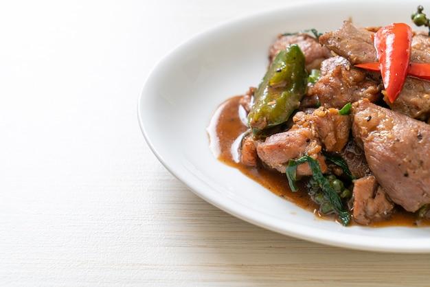 Smażona czarna papryka z kaczką - kuchnia azjatycka