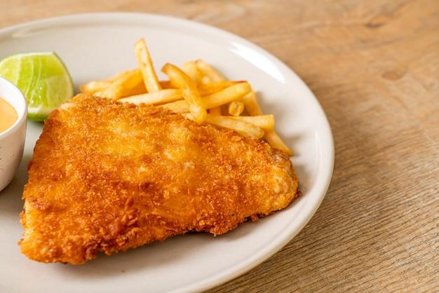 Smażona ryba i chipsy ziemniaczane