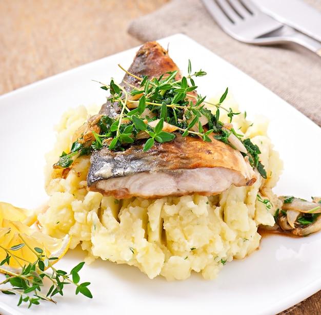 Smażona ryba z tłuczonymi ziemniakami