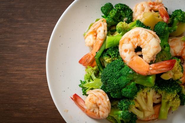 Smażone brokuły z krewetkami - kuchnia domowa