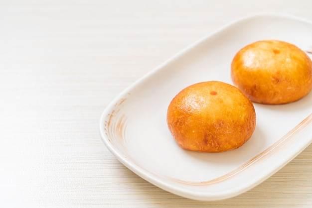 Smażone chińskie bułeczki lawowe - azjatyckie jedzenie