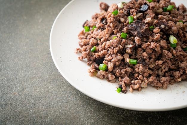 Smażone chińskie oliwki z mieloną wieprzowiną - po azjatycką kuchnię