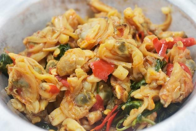 Smażone małże w mieszance, tajskie menu street food