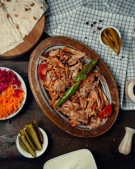 Smażone mięso z kurczaka i pieprz z keczupem
