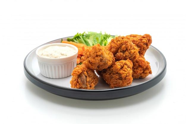 Smażone pikantne skrzydełka z kurczaka z warzywami