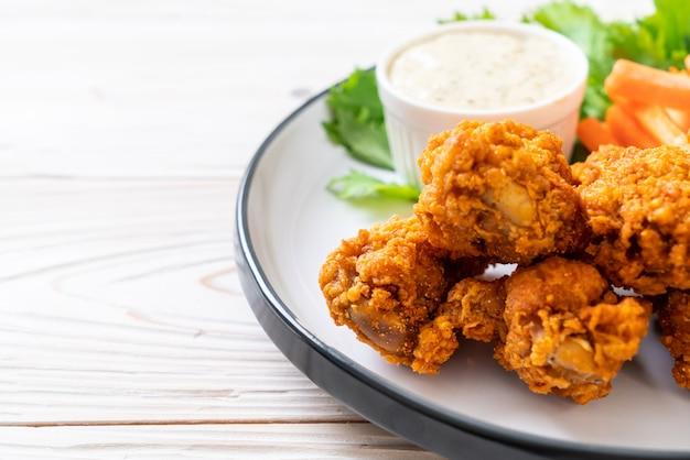 Smażone pikantne skrzydełka z kurczaka