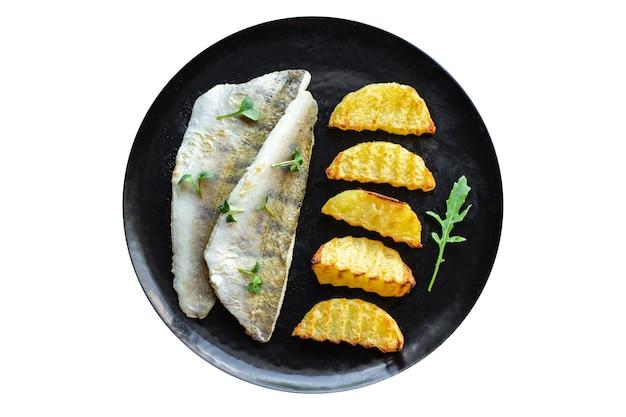 Smażone ryby i ziemniaki sandacz ryby świeże owoce morza żywność produkty ekologiczne posiłek przekąska kopia przestrzeń