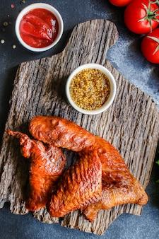 Smażone skrzydełka z kurczaka wędzone mięso