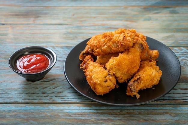 Smażone skrzydełka z kurczaka z keczupem