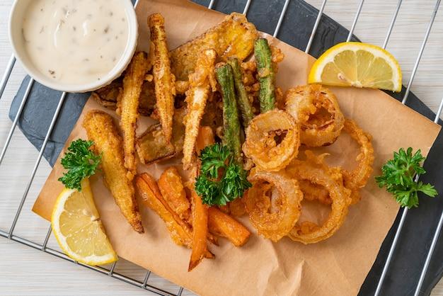 Smażone warzywa mieszane (cebula, marchewka, kukurydza, dynia) lub tempura, kuchnia wegetariańska