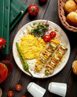 Smażone warzywa na patyku i zacieru