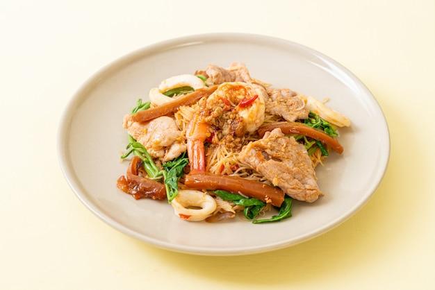 Smażone wermiszel ryżowy z mięsem