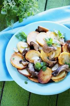 Smażone ziemniaki z pieczarkami
