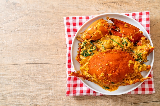 Smażony krab z curry w proszku - styl owoców morza