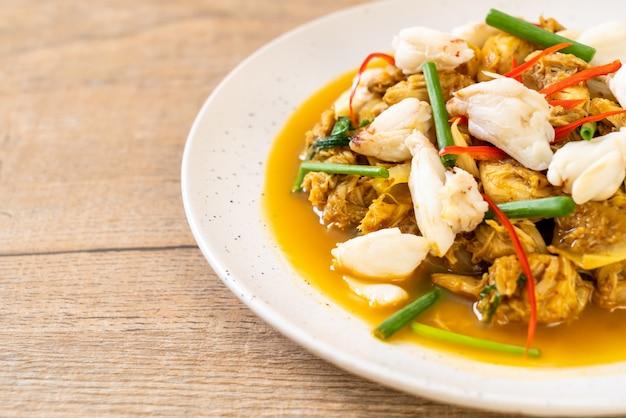 Smażony krab z curry w proszku