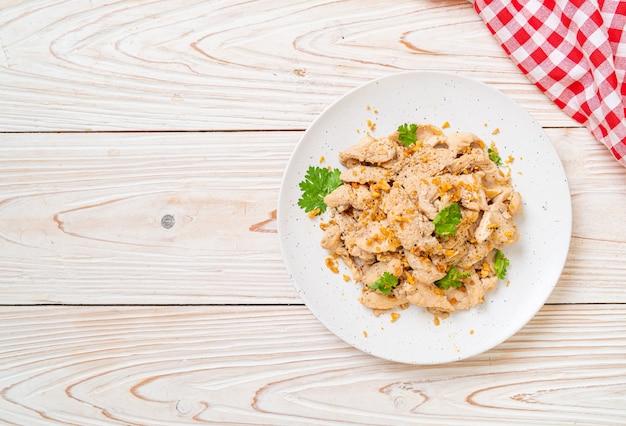 Smażony kurczak z czosnkiem i pieprzem