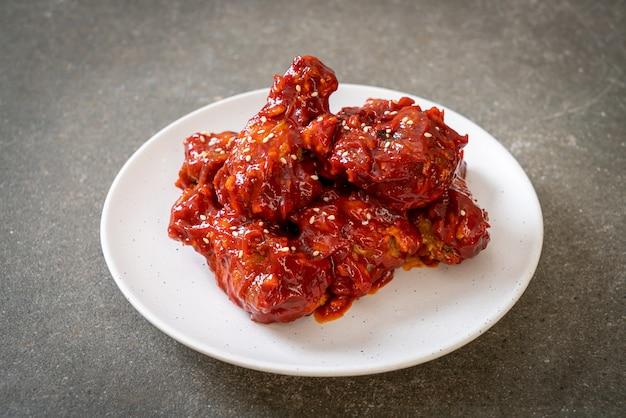 Smażony kurczak z ostrym sosem