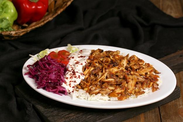 Smażony kurczak z przyprawami i ryżem