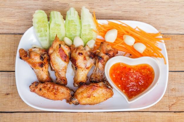 Smażony kurczak z sosem rybnym