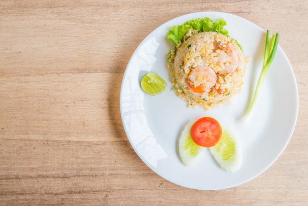Smażony ryż z krewetkami