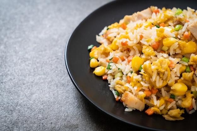 Smażony ryż z kurczakiem