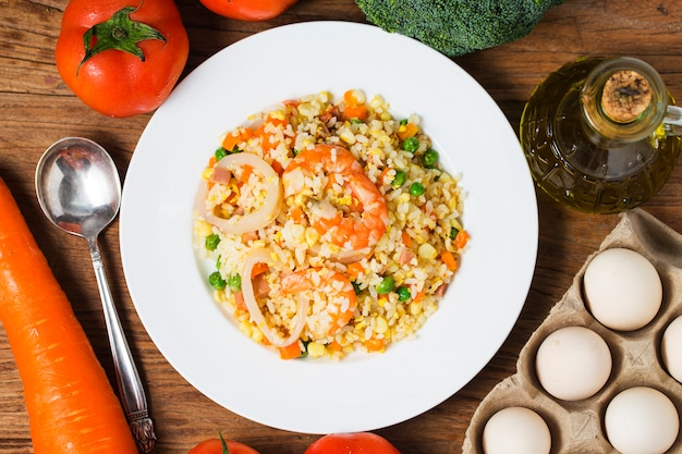 Smażony ryż z owoców morza