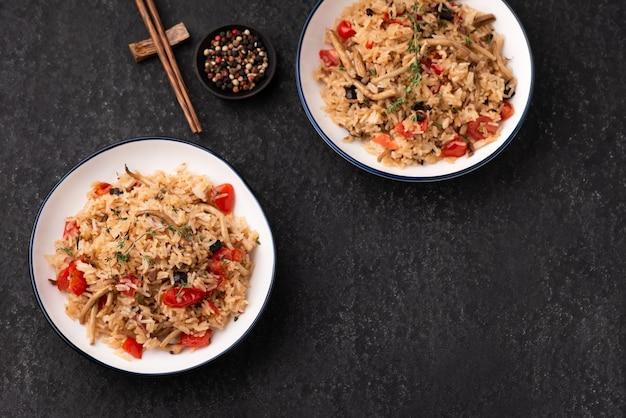 Smażony ryż z pomidorami i grzybami