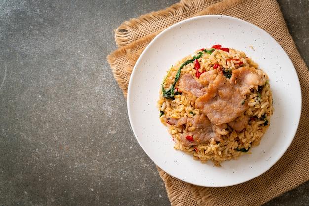 Smażony ryż z tajską bazylią i wieprzowiną
