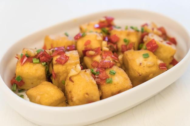 Smażony sałatka z tofu soli chilijskiej