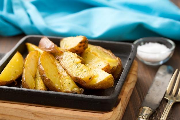 Smażony ziemniak z solą