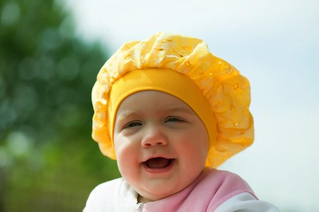 Śmieje się osiem miesięcy dziewczyna
