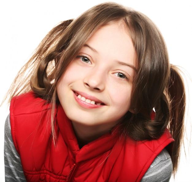 Śmieszna mała dziewczynka, zamyka w górę portreta