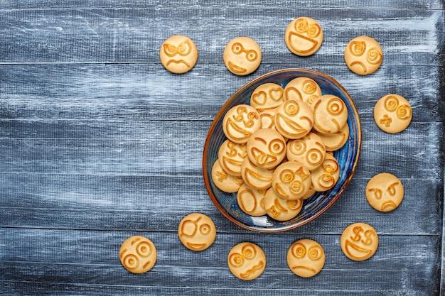 Śmieszne ciasteczka różnych emocji