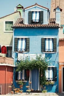 Śmieszne kolorowe domy na wyspie burano