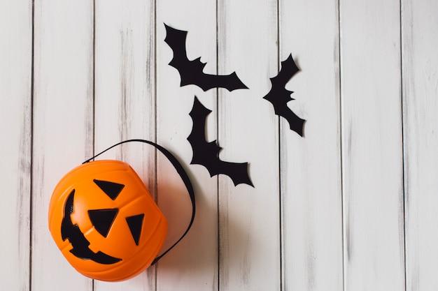 Śmieszne kosz i nietoperze na przyjęcie halloween