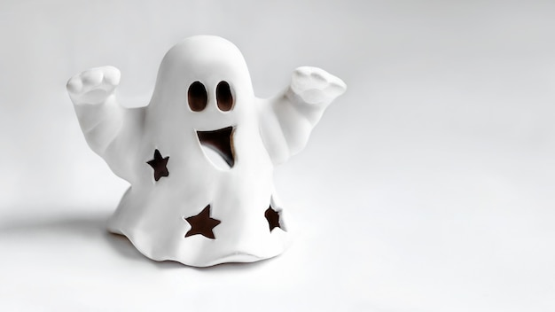 Śmieszny biały duch robi gest buuu
