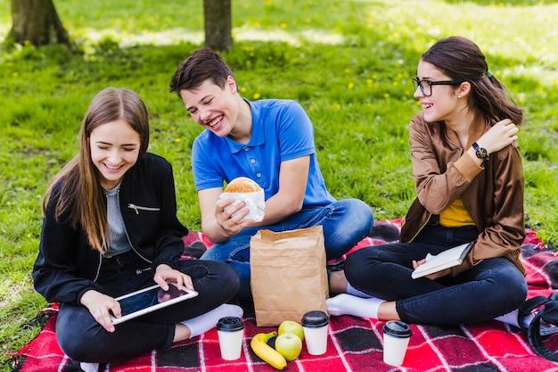 Smiley studentów w porze lunchu