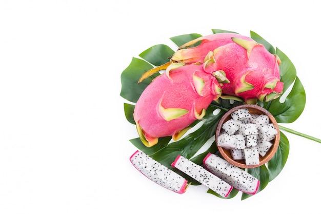 Smok owoc, pitaya odgórny widok odizolowywający na bielu z ścinek ścieżką