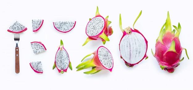 Smok owoc, pitaya odizolowywający na bielu. widok z góry