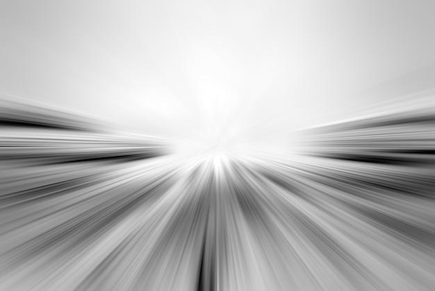 Smugi światła na drodze. streszczenie tło z lekkich linii. perspektywa świecących pasów.