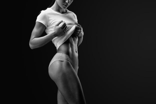Smukła i wysportowana modelka