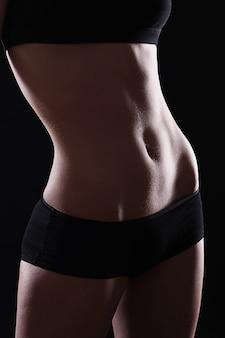 Smukły i seksowny brzuch