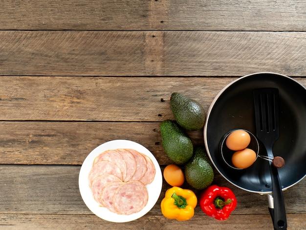 Śniadanie z awokado dieta odchudzająca drewno