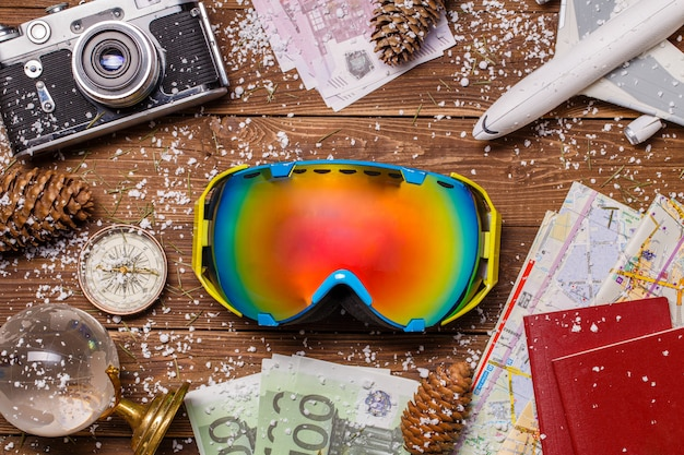 Śnieg, okulary snowboardowe