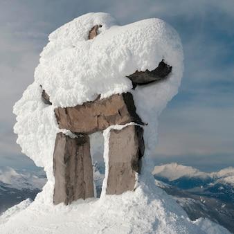 Śnieg zakrywał inuksuk, whistler, kolumbiowie brytyjska, kanada