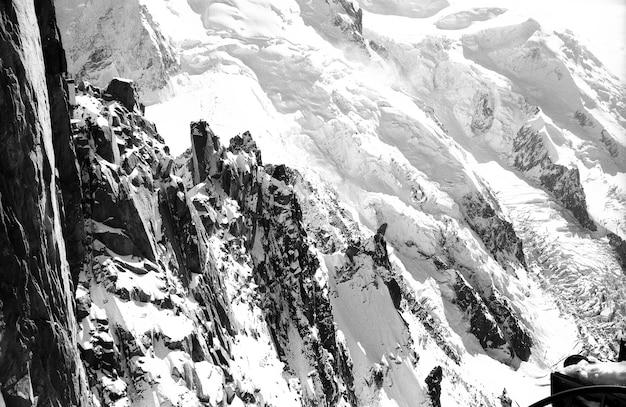 Śnieżna góra w krainie l'aiguilles