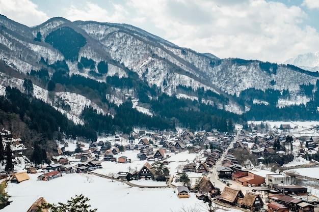 Śnieżna wioska w shirakawago