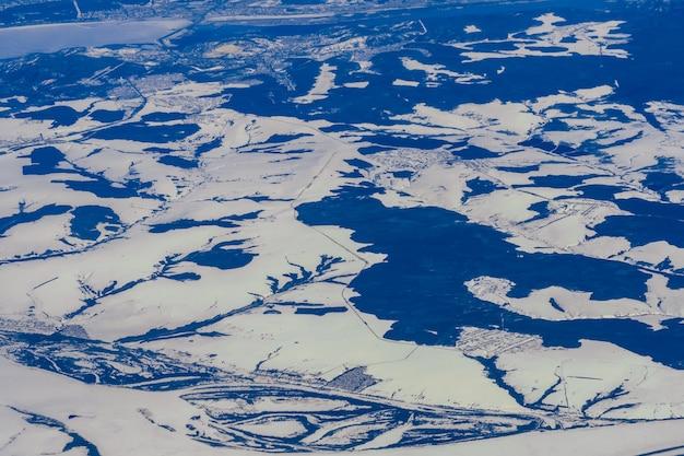 Śnieżny krajobraz syberii, widoki z lotu ptaka
