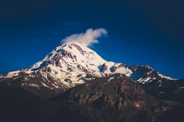 Śnieżny szczyt kazbeku