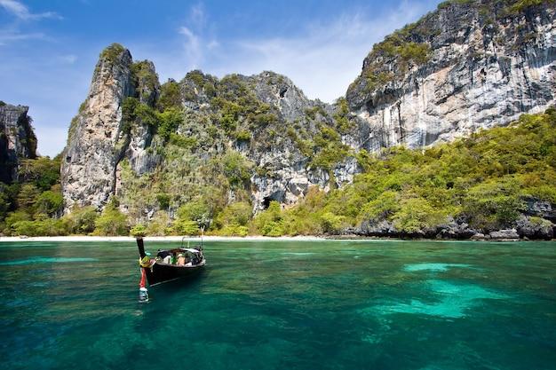 Snokeling punkt przy phiphi wyspą phuket andaman tajlandia